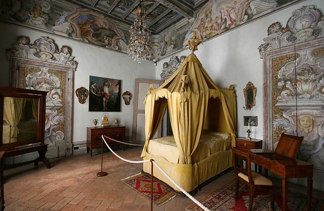 Camera con baldacchino | Una camera da letto del settecento,… | Flickr