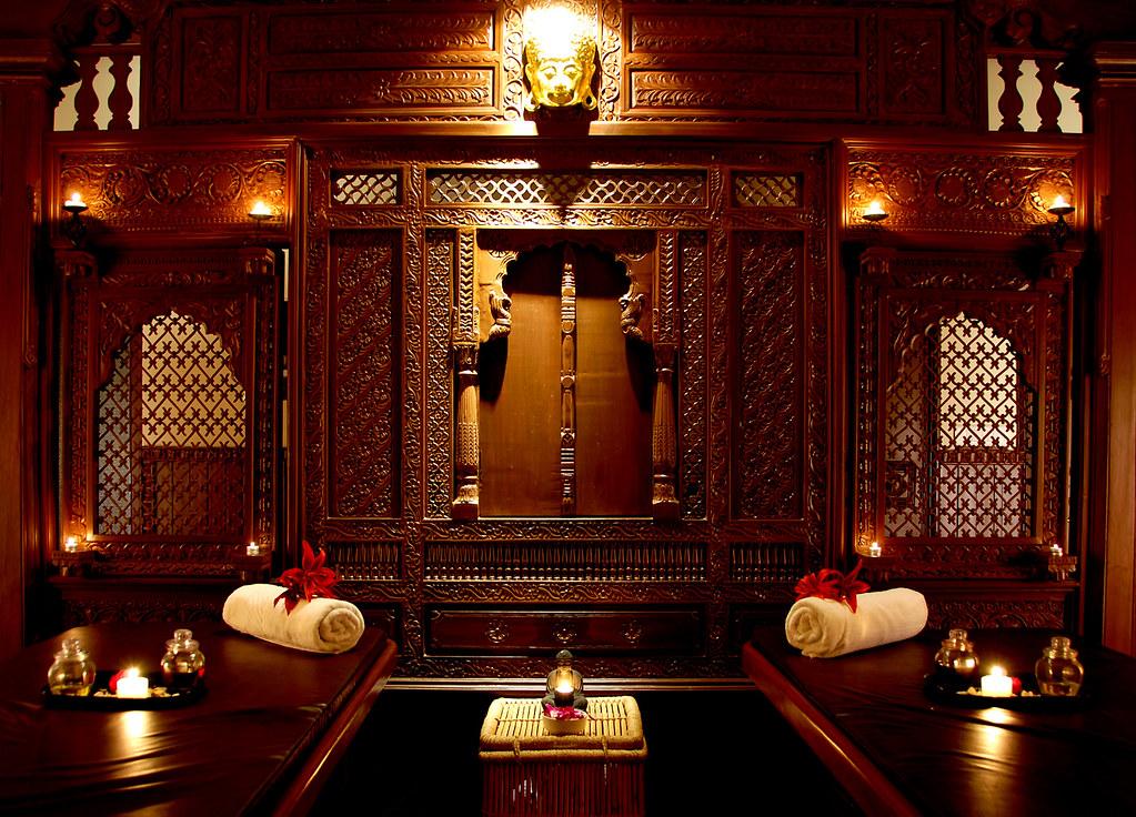 Spa couple massage room aalankrita spa couple massage for R b salon coimbatore