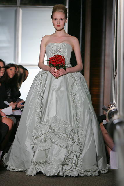 Carolina-Herrera-Bridal-Spring-2009-weddingdress14front ...