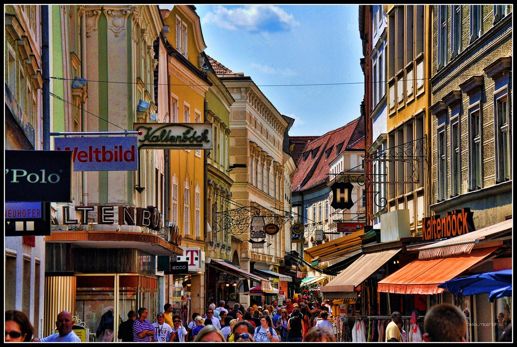 Krems City Scene - No this is not downtown New York - but ...