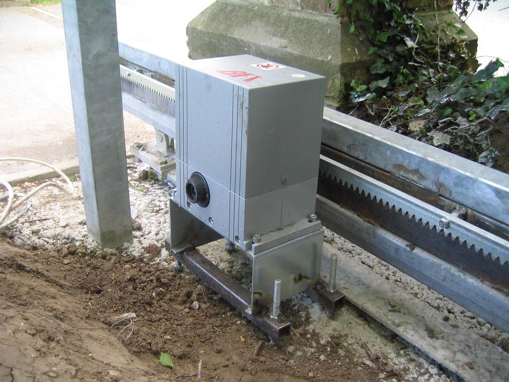 Cantilever sliding gate motor mr horse flickr for Gate motor installation prices