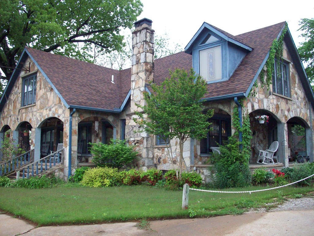 Old stonehouse inn hardy arkansas an awesome bed for Home builders in arkansas