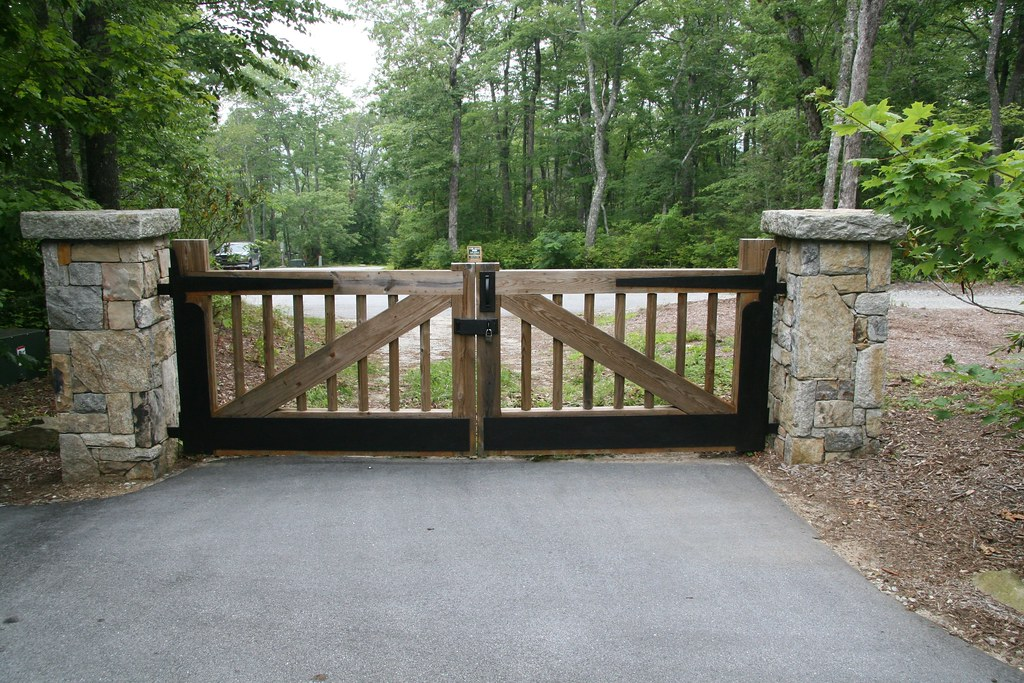Driveway gate heavy metal lauren jolly roberts flickr for Main gate designs for farmhouse