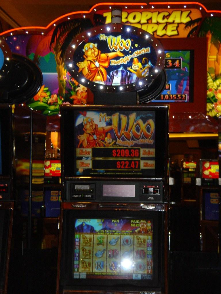 Roy slot machine