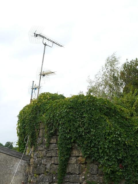 Vielles pierres et antenne t l flickr photo sharing for Antenne tele interieur