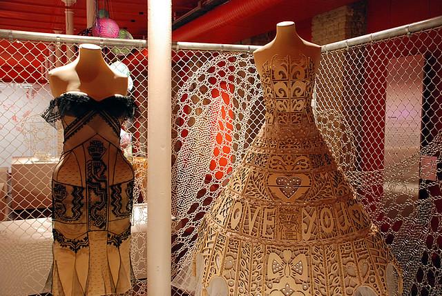 dentelle et design deux robes plut t uvre d 39 art que desti flickr. Black Bedroom Furniture Sets. Home Design Ideas