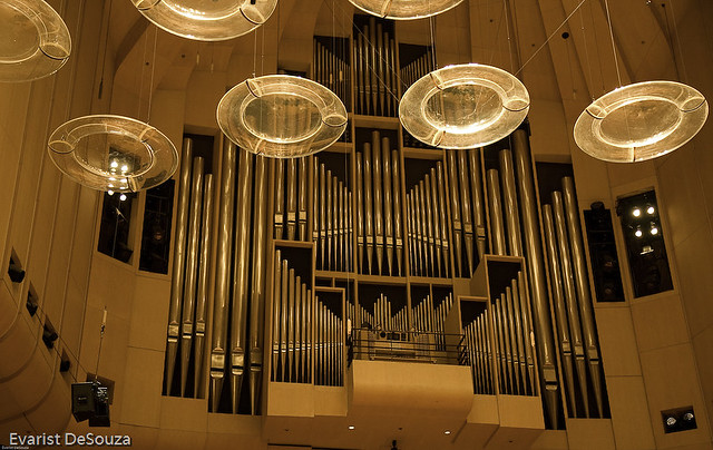 Pipe organ sydney opera house the discs deflect the for Classic house organ sound