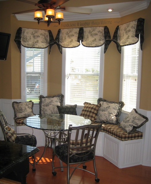 Kitchen With Bay Window Layout: Toile Window Seat And Valances