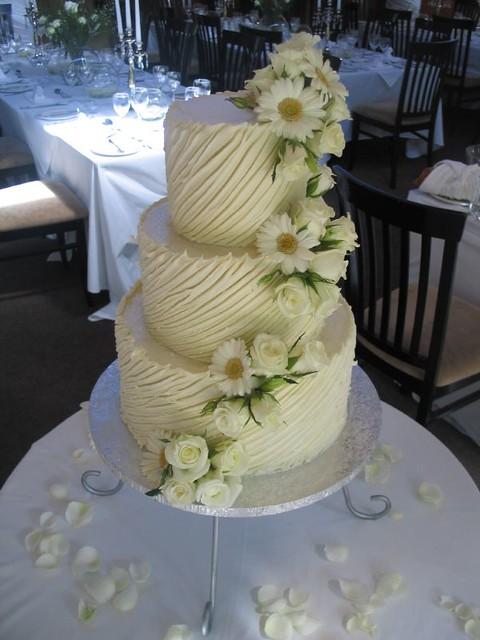 White Chocolate Ganache Wedding Cake With Barberon Daises Flickr