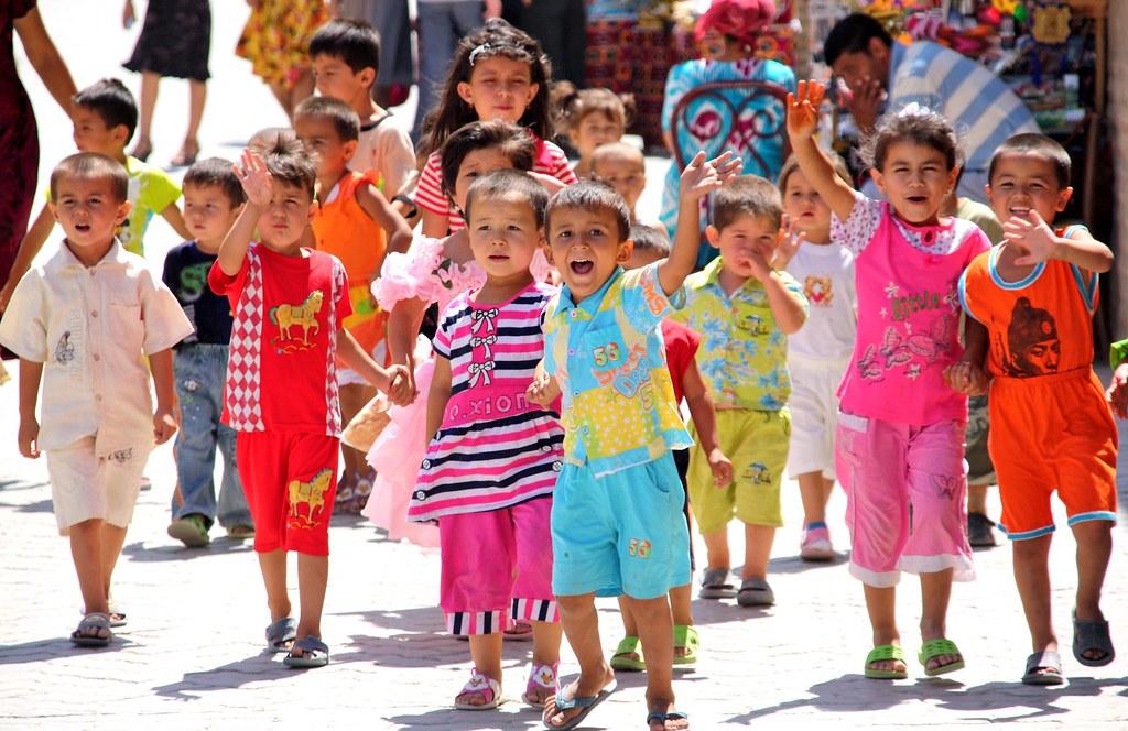 Uzbek kids wave hello | schoolchildren in khiva. | Flickr