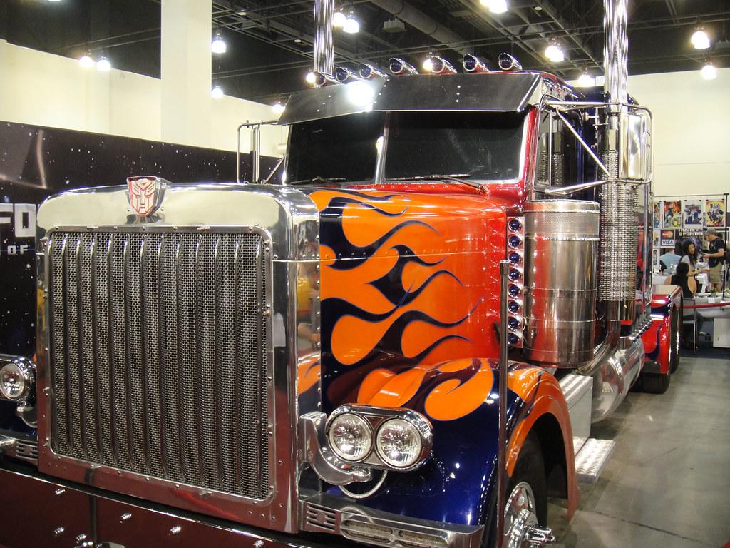 BotCon 2011 - Optimus Prime Peterbilt 379 truck : photo ...