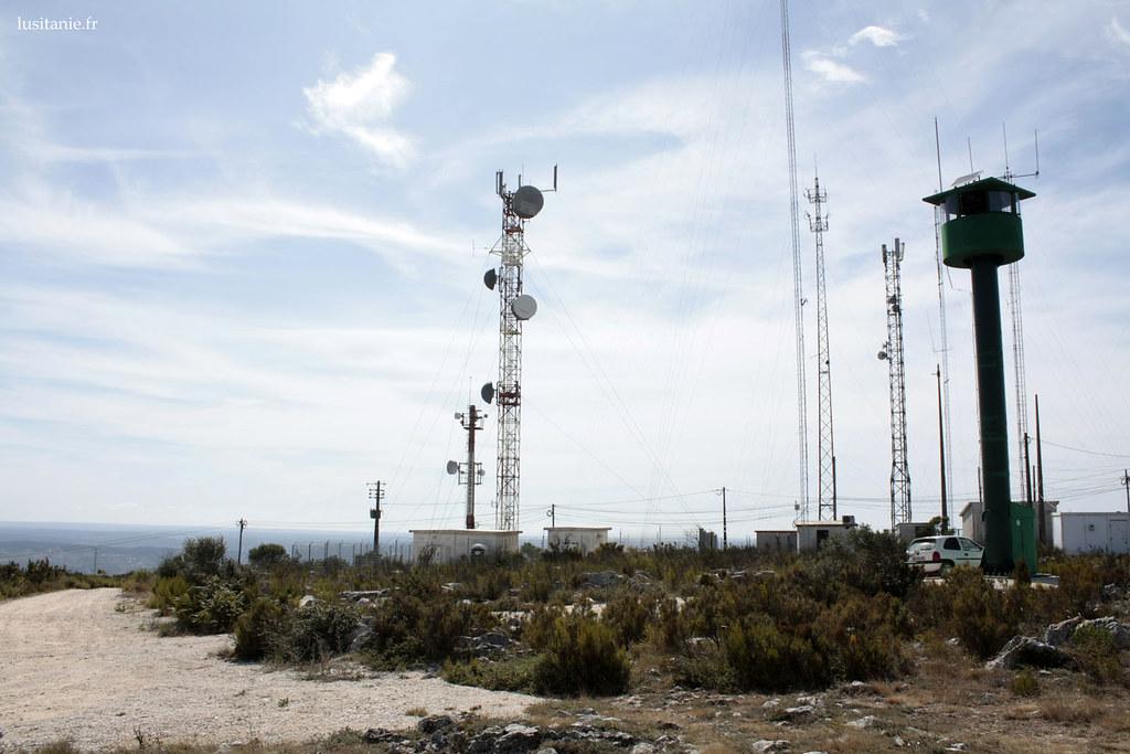 Vigie surveillant les départs de feu, à coté des antennes