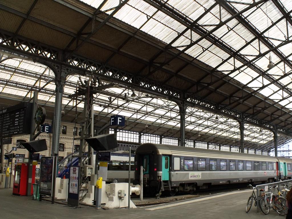 gare de tours station roof trains inside the station i flickr. Black Bedroom Furniture Sets. Home Design Ideas