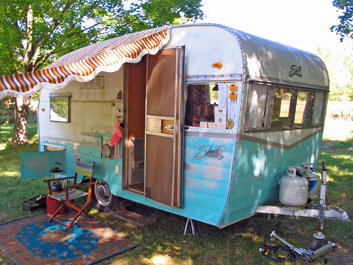 Store Camping Car Patine Pour Se Refermer