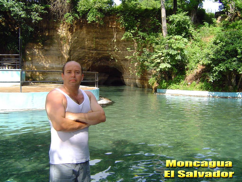 Hector villablanca en la piscina el capulin en moncagua el for Follando el la piscina