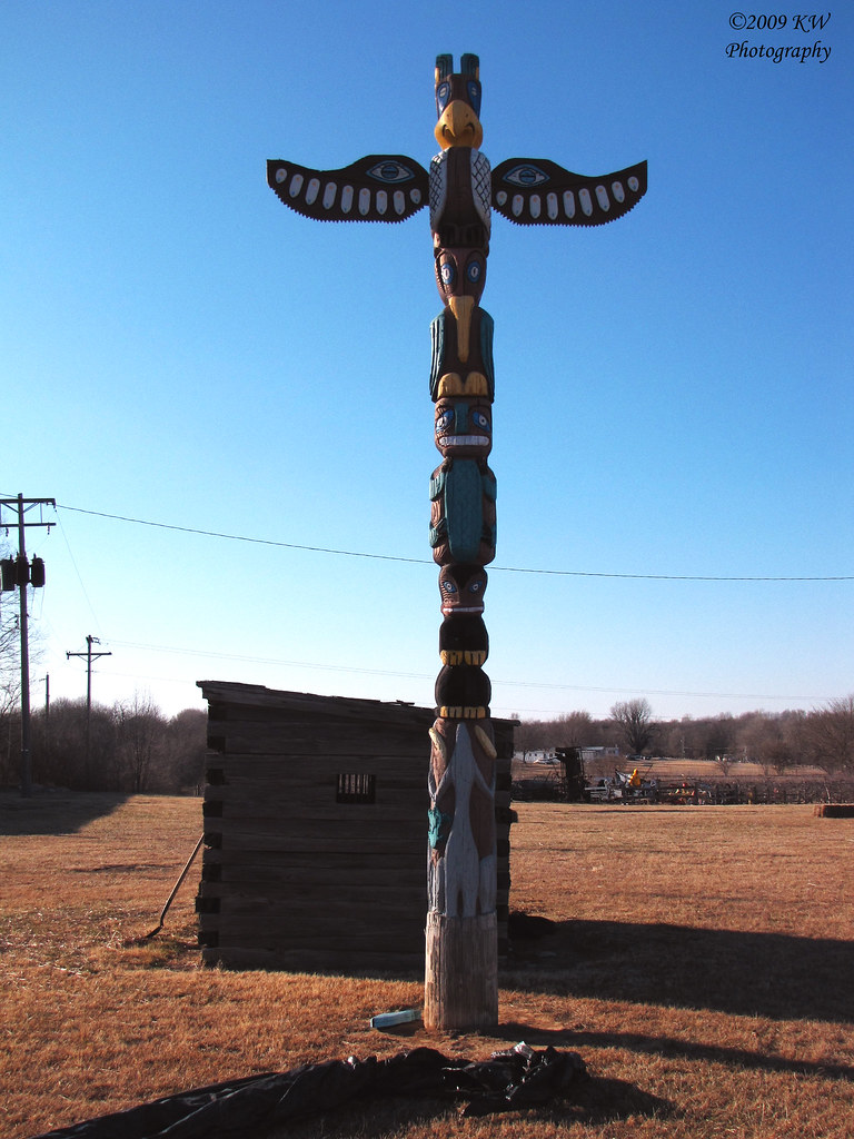 Totem Pole Totem Pole On Display At The Cherokee Strip