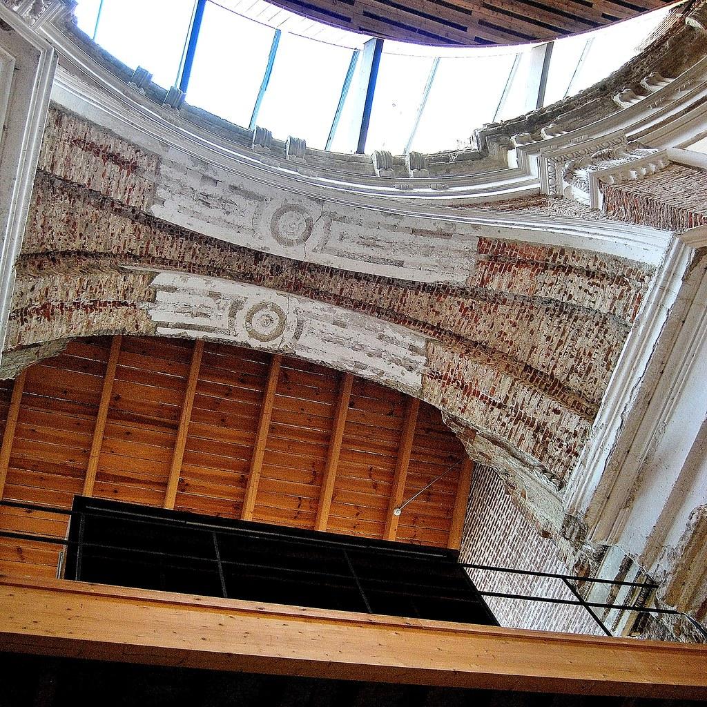 Uned escuelas p as biblioteca interior iglesia crucero luc for Biblioteca uned