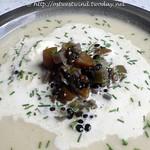 ©Blumenkohlsuppe mit Belugalinsen und Schnittlauch
