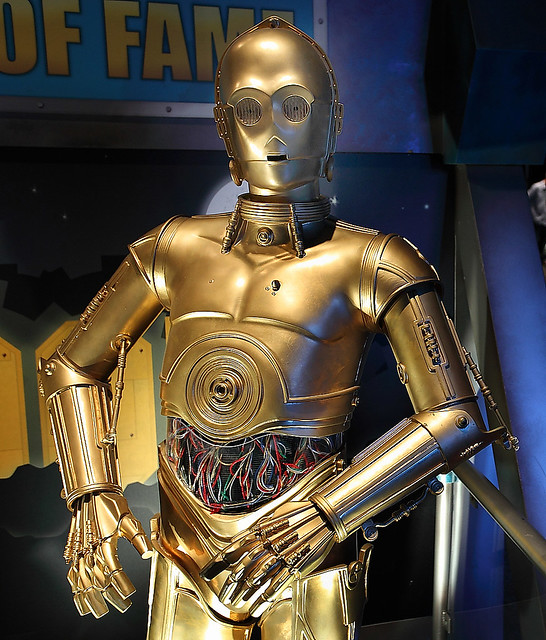 C3po the star wars robot i took this photo of c3po the - Robot blanc star wars ...
