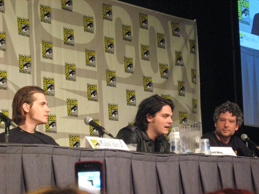 Gerard Way - Umbrella Academy at Comic Con 2009   Gerard ...