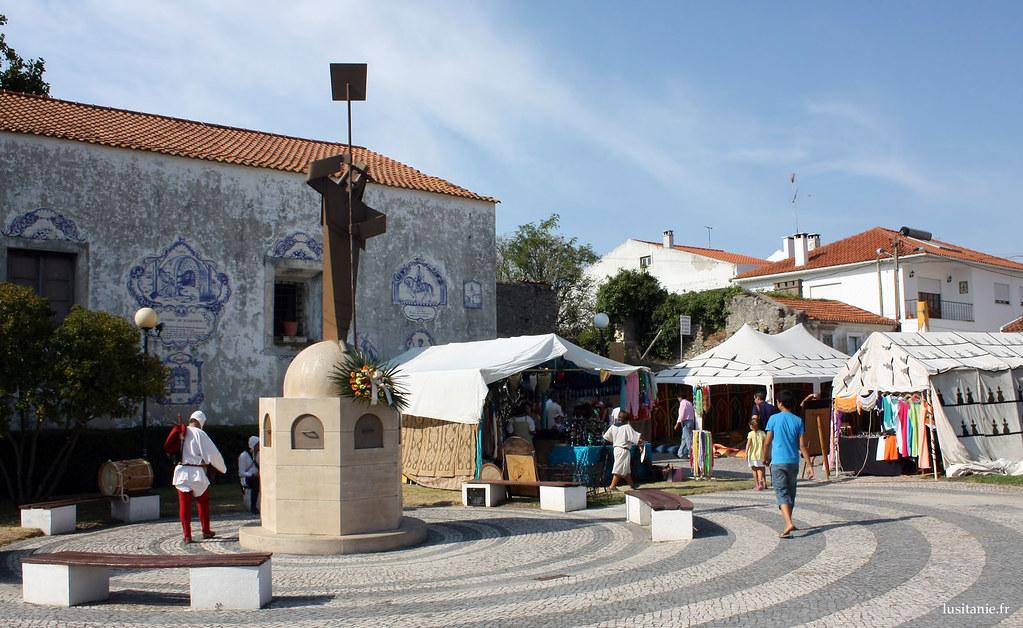 Statue de la boulangère de Aljubarrota
