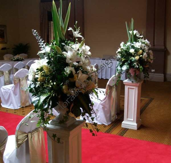 Wedding Altar Pedestal: Wedding Ceremony Pedestal Arrangements