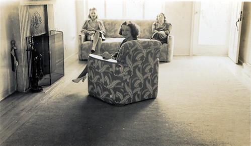1940 39 s living room with women sitting 1940 39 s sparcely for Living room 1940