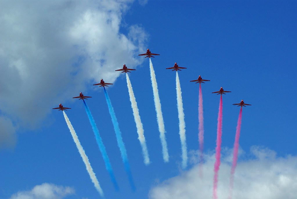 red arrows tricolour smoke | An almost perfect arrow head