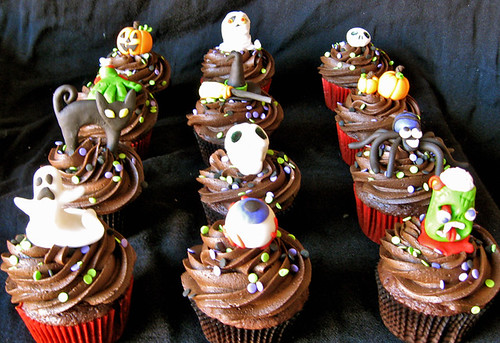 Cake Decorating Halloween Theme : Halloween fondant cupcake toppers by ArtisanCakeCompany