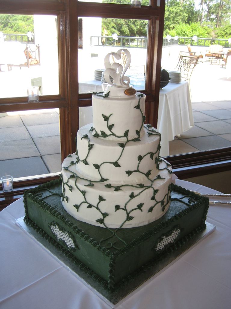 vine wedding cake vines wedding cake wedding cake to serve 175 vanilla 21596