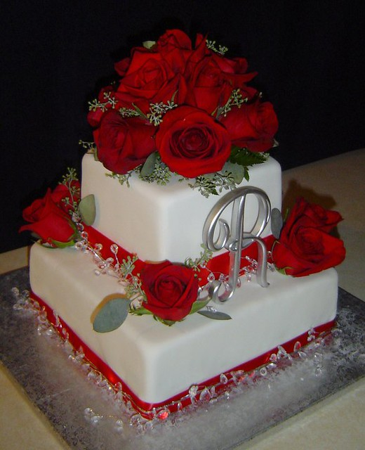 Red Roses Amp Bling Wedding Cake This Cake Was For A