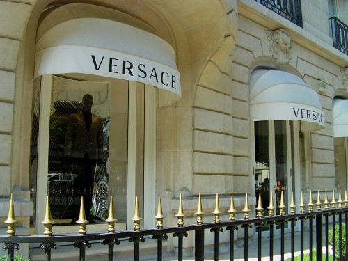 versace boutique avenue montaigne the window of the versac flickr. Black Bedroom Furniture Sets. Home Design Ideas