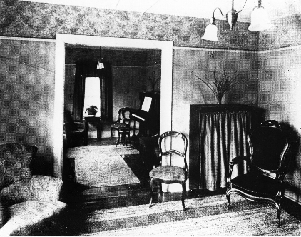 1920s living room living room of the lodge around 1920 this photo has a co 10178