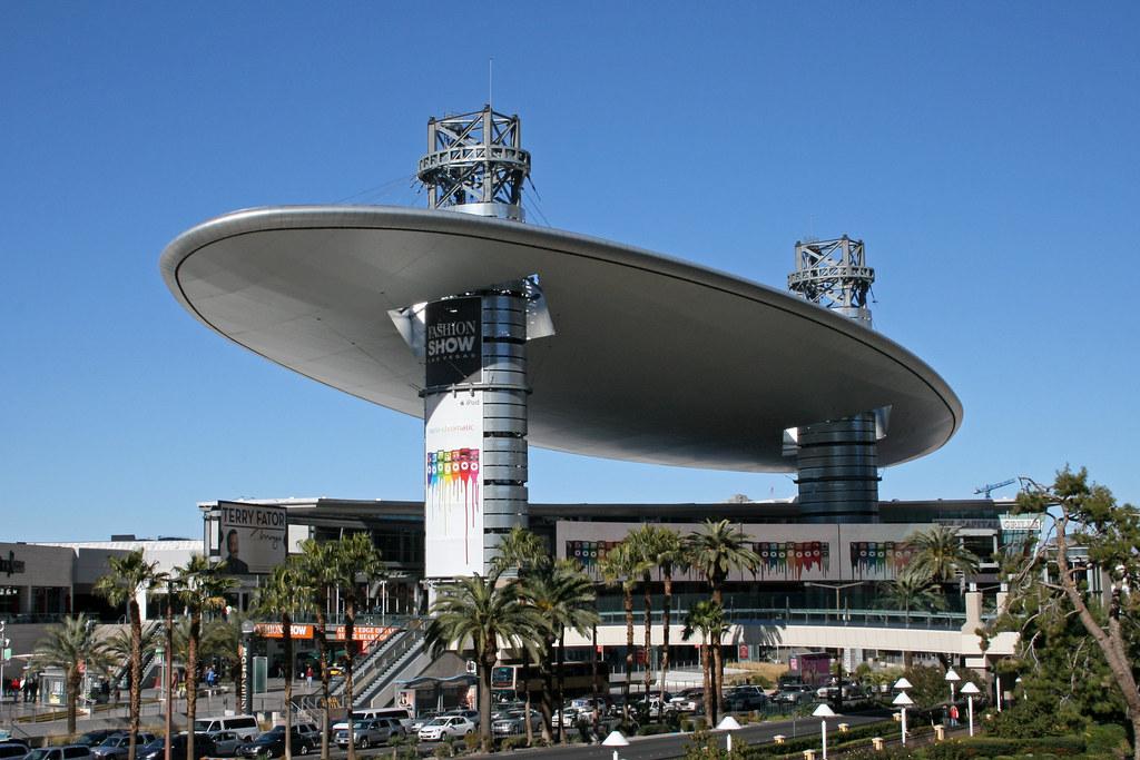 Vegas Fashion Show Mall Happy Hour