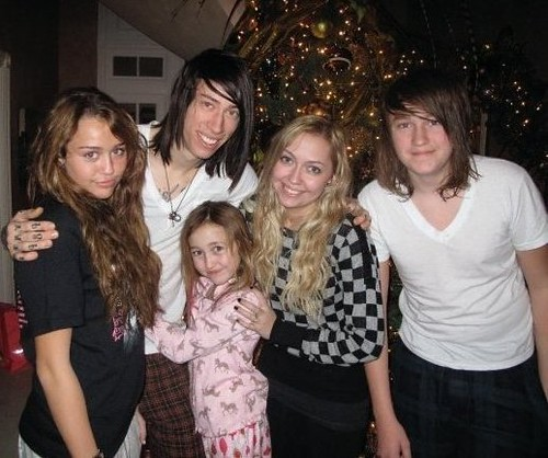 Miley cyrus with siblings | Miley Cyrus with her siblings ...