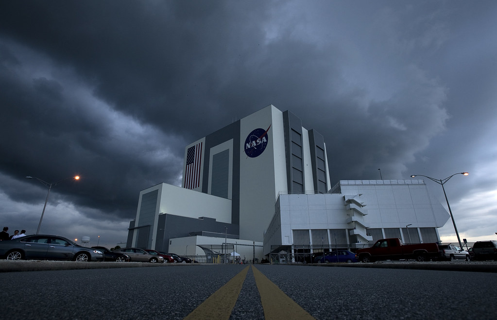 Storm Clouds Roll In Over The Vehicle Assembly Building (2 ...