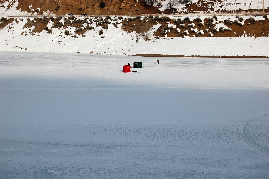 Utah and wyoming the frozen pineview reservoir ogden for Utah ice fishing report