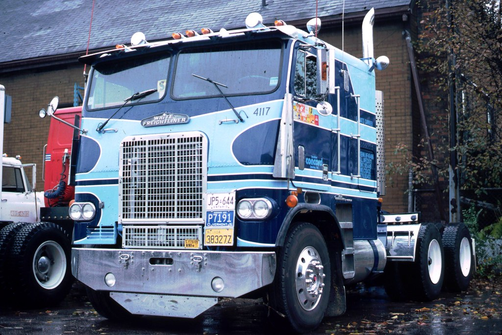 white freightliner prime mover | A White Freightliner at a ...