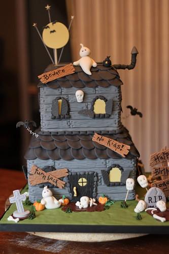 Cake With House Design : Haunted House cake Flickr - Photo Sharing!