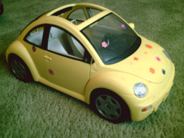 BARBIE YELLOW VW BEETLE FLOWER POWER BUG $8. | ONE BARBIE YE… | Flickr
