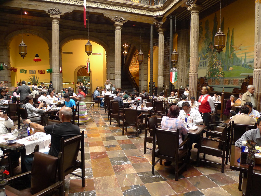 Sanborns in mexico city casa de los azulejos thomas for Restaurante azulejos