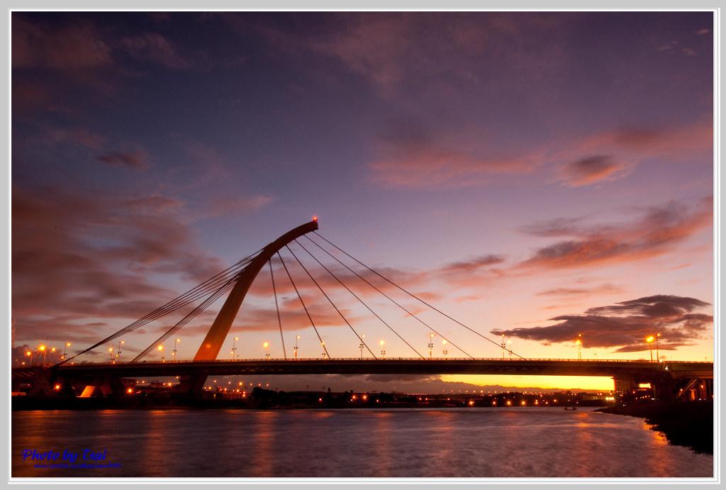 雲染大直橋(Taipei Dazhi Bridge Sunset)