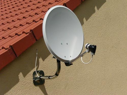 antenne parabolique antenne parabolique fr d ric bisson flickr. Black Bedroom Furniture Sets. Home Design Ideas