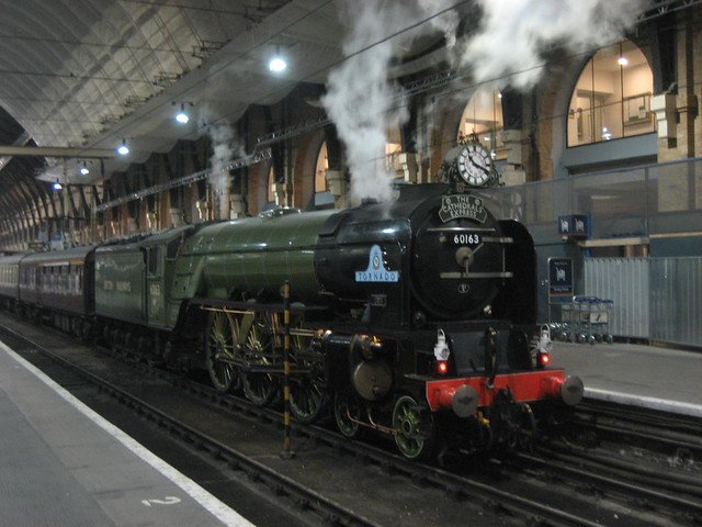 Steam train in Kings Cross | Just happened to be walking pas… | Flickr