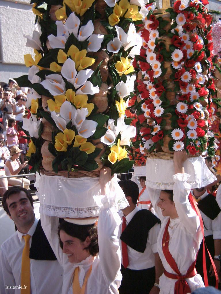Les membres du Cortège ont un habit traditionnel