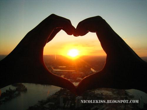 heart shape sunset   Nicole Tan   Flickr