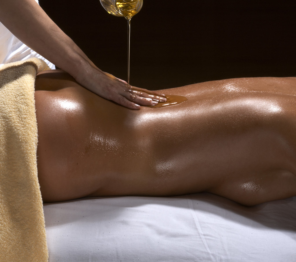 Vidéo de massage érotique complet du corps