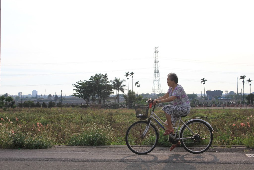 elderly woman cycling taiwain bicycle worldcrunch