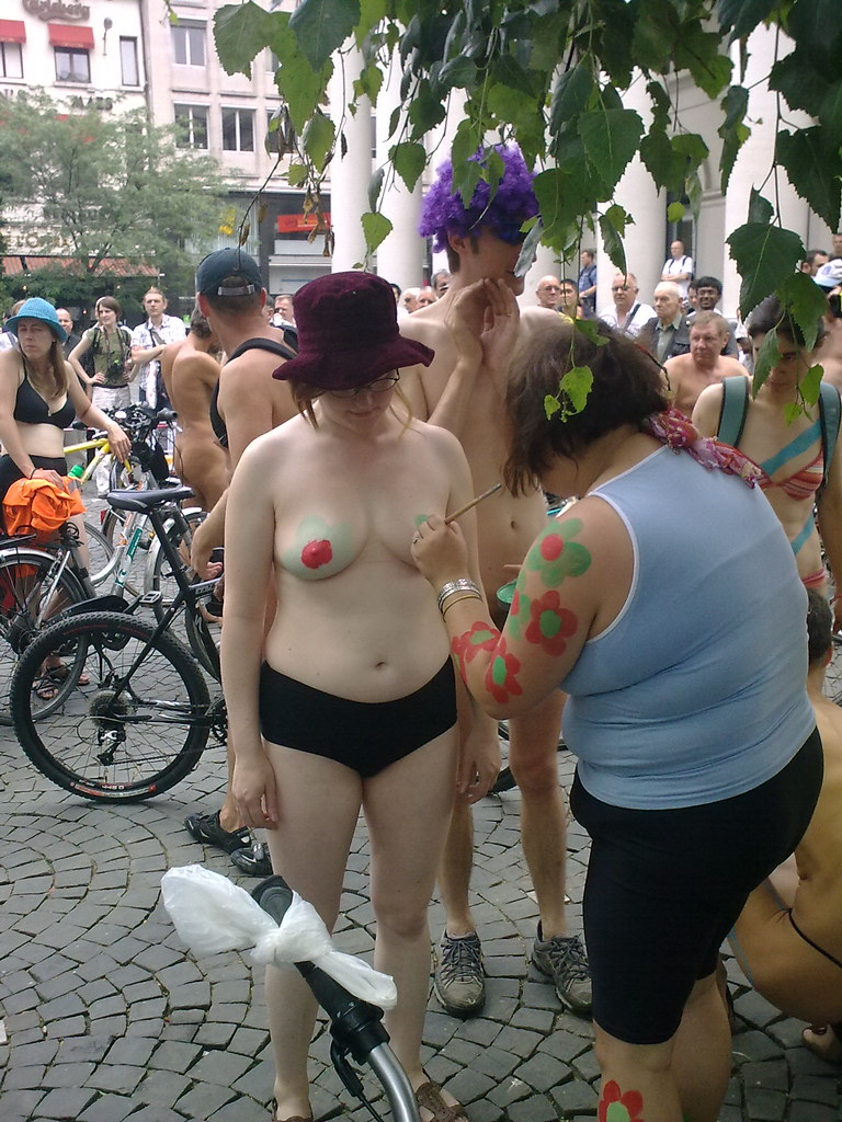 world naked bike ride   brussels 27 06 09 bruselas place