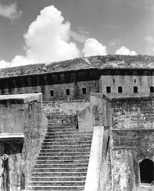 barrancas dating site Historic fort pickens is a massive masonry fort built by the us army to defend florida  barrancas and mcree in  fort pickens and many batteries dating from.